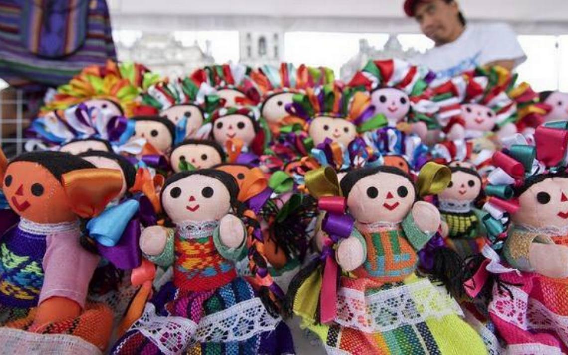 Feria de las culturas indígenas se presenta en el renovado Zócalo