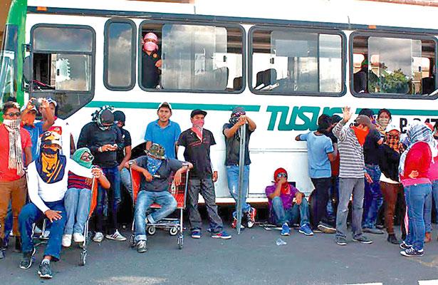 Buscarán normalistas de Oaxaca mil 300 plazas automáticas