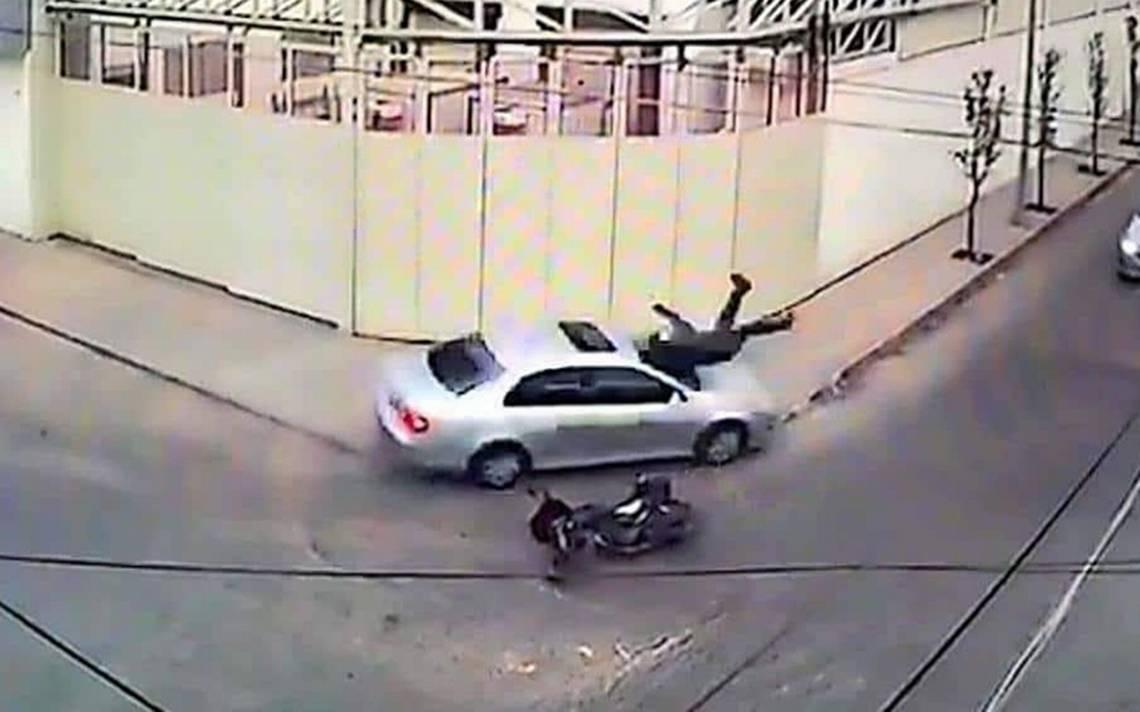 Video registra brutal atropellamiento a motociclista en Monterrey