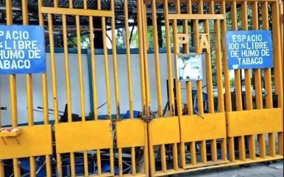 Alumnos cierran CCH Azcapotzalco; exigen que autoridades cumplan pliego petitorio