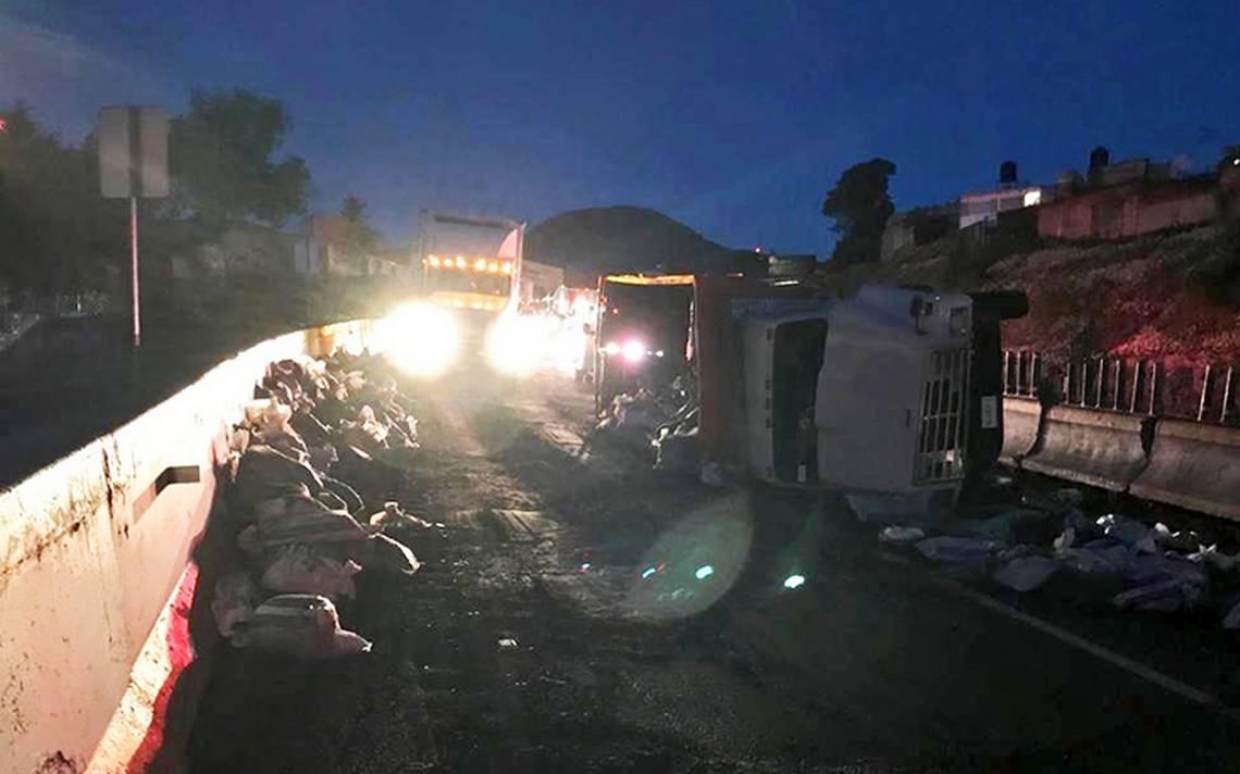 Volcadura en la México-Cuernavaca afecta la circulación