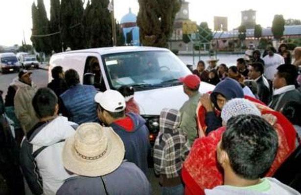 Linchan a tres hombres por robar automóvil en Chiapas
