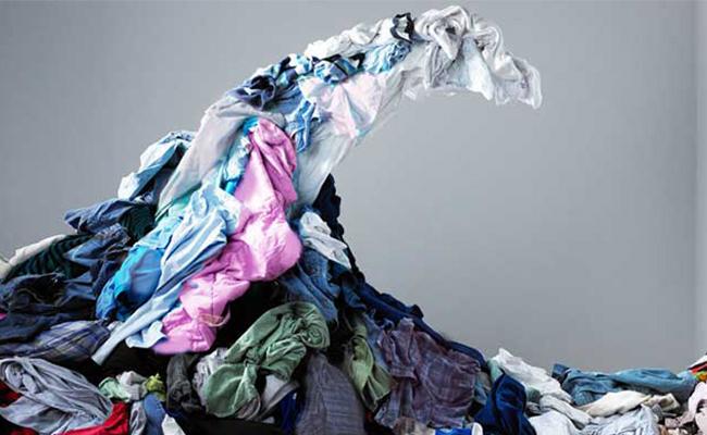 ¡No es broma! Familia pierde la vida al ser aplastados por su ropa en España