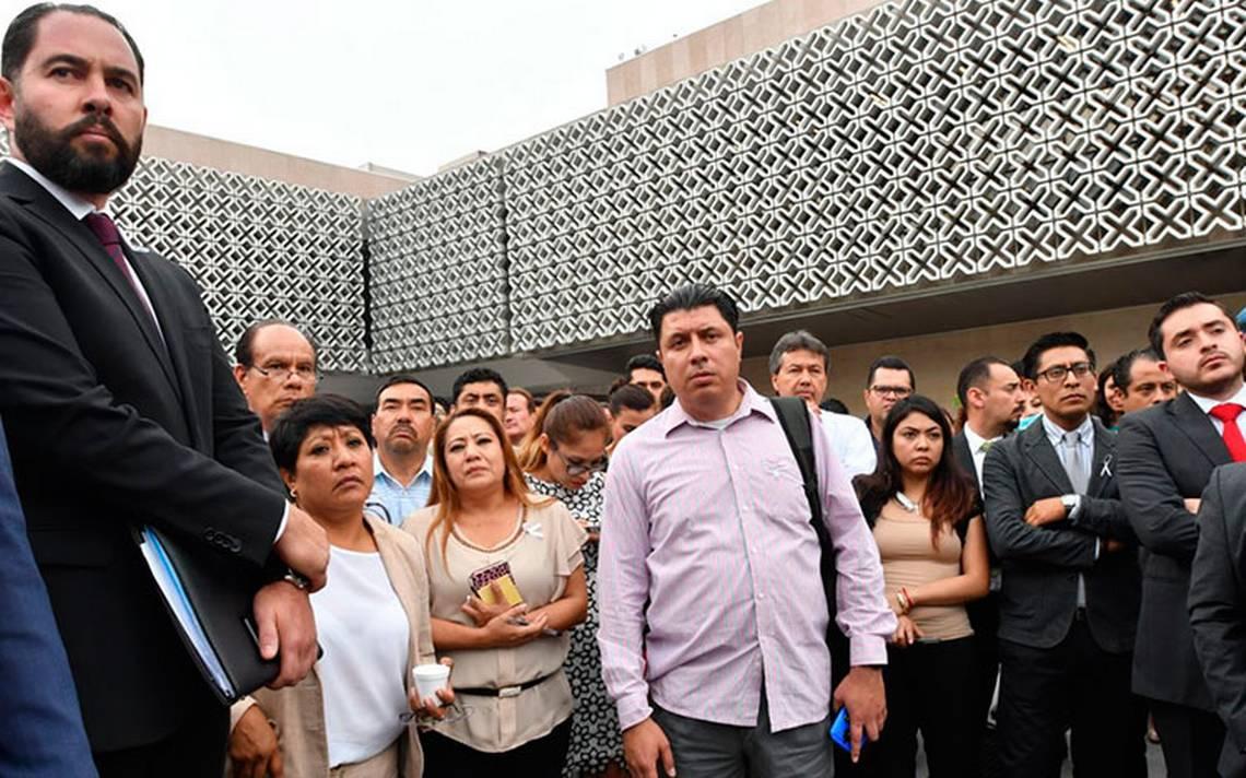 Protestan trabajadores de la CA?mara de Diputados por despidos injustificados