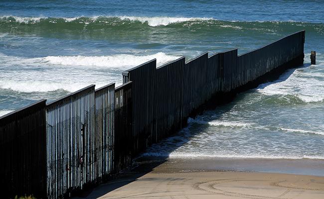 Prototipos del muro de Trump se materializan y los pondrán a prueba