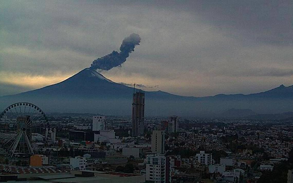 Nueva explosión en el Popocatépetl genera fumarola de dos kilómetros de alto