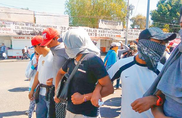 Normalistas consiguen que IEEPO les asigne 713 plazas