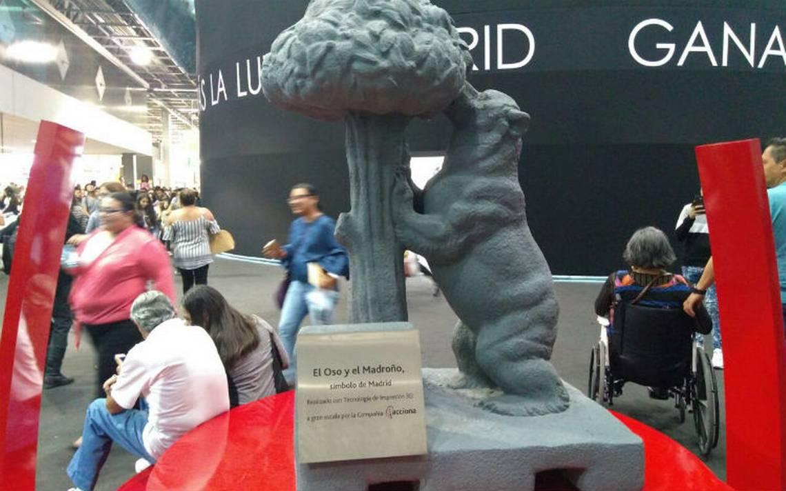 """Dona Madrid a Guadalajara réplica exacta de escultura de """"El Oso y el madroño"""" símbolo de su ciudad"""