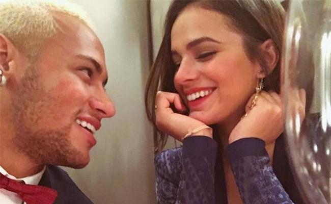 Neymar anuncia rompimiento con la actriz Bruna Marquezine