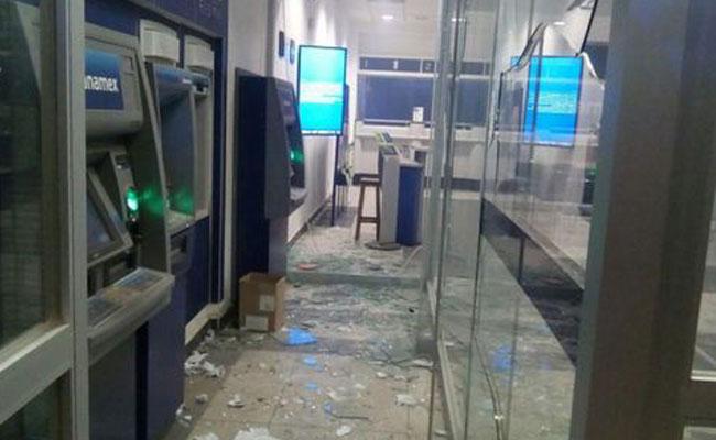 Arrojan explosivo a sucursal bancaria en Oaxaca
