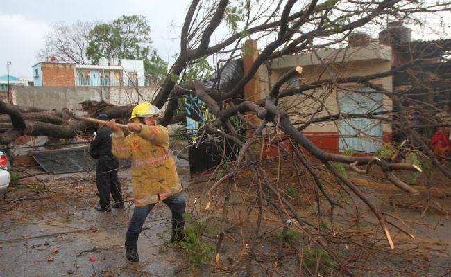 Prevén vientos fuertes por depresión tropical 3-E