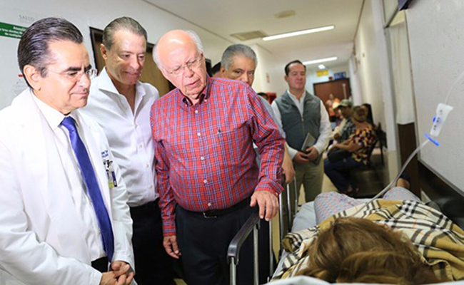 Narro supervisa hospital de Los Mochis donde murieron ocho bebés