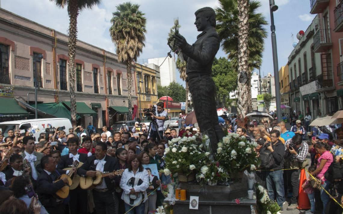 Juan Gabriel recibirá homenaje póstumo en la Plaza Garibaldi