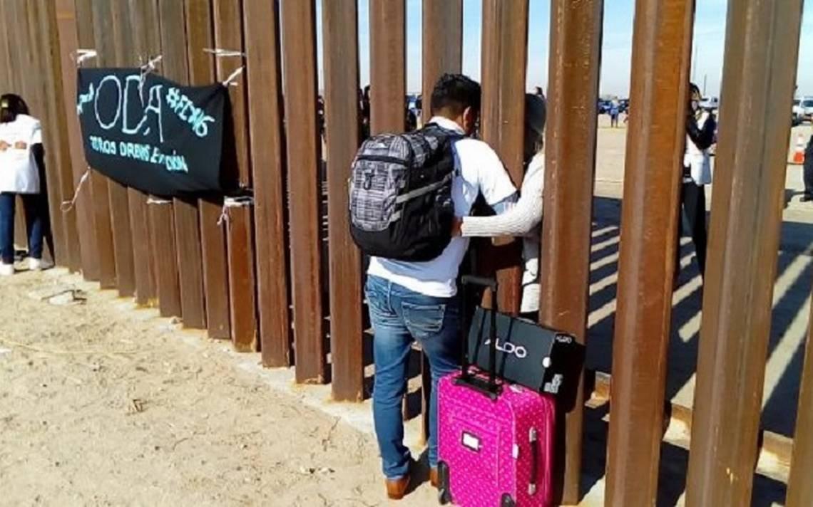 ¡Ni un muro los separa! Ella en EU y él en México, así se casaron en la frontera