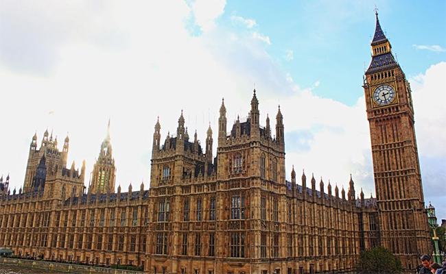 Parlamento británico dará luz verde para iniciar salida de Unión Europea