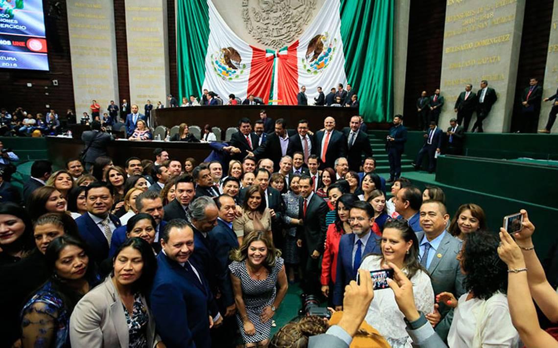 Entre la nostalgia y selfies concluye el periodo ordinario en el Congreso de la UniA?n