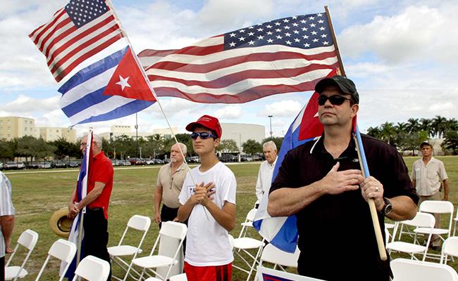 EU pone fin a la política pies secos/pies mojados para cubanos