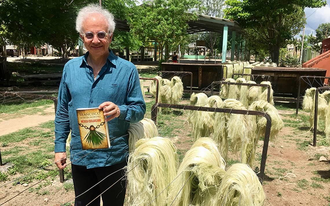 """El escritor Francisco Martín Moreno presenta el libro """"México esclavizado"""""""