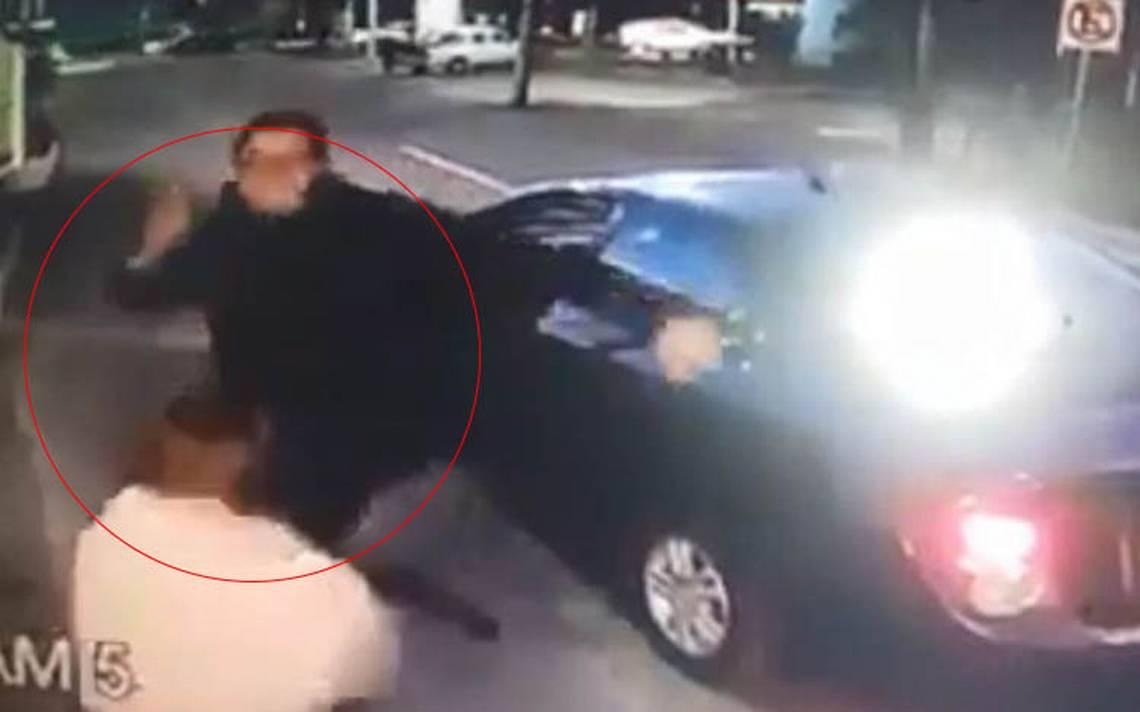 Chofer de Cabify discute y patea a una mujer vigilante, ya fue despedido