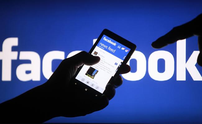 Facebook celebra su aniversario con tres funciones