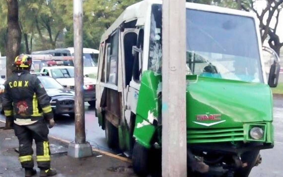 Choque de microbús en Tlalpan deja ocho lesionados