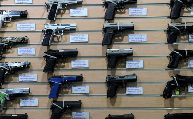 Trump firma ley que permite a enfermos mentales comprar armas