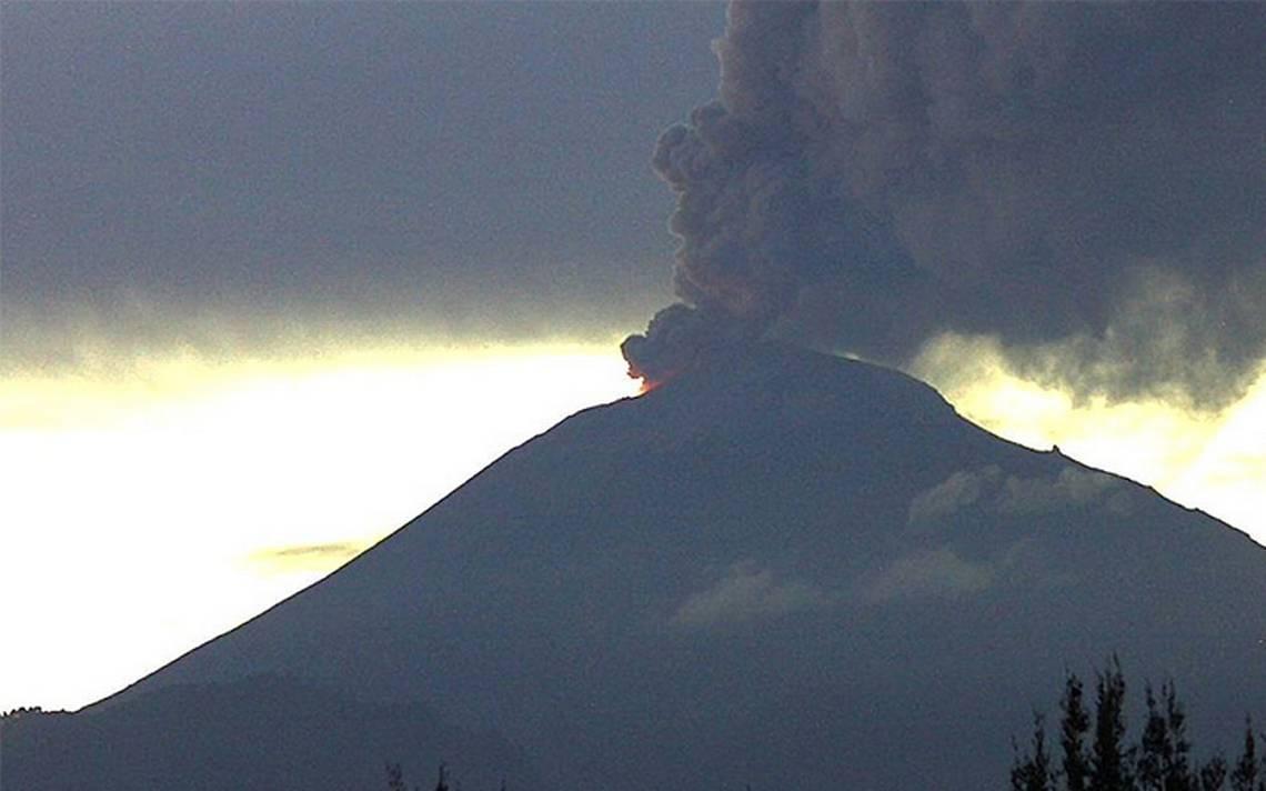 Popocatépetl emite fumarola; cae ceniza en el Estado de México