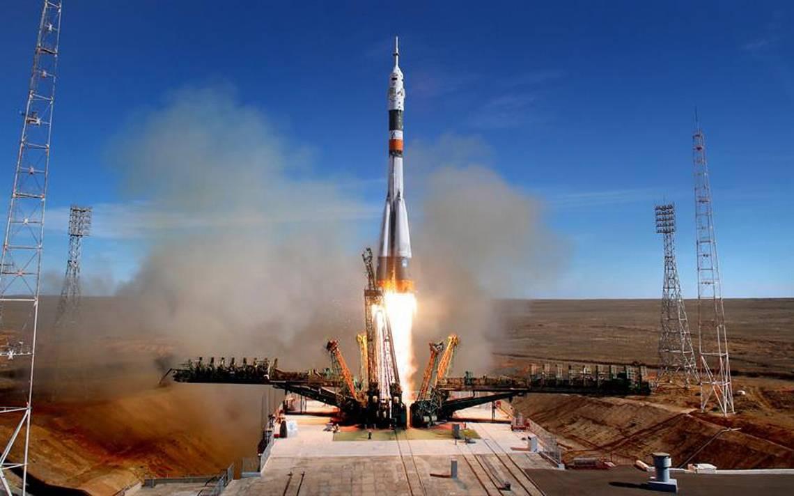Tras falla de la nave Soyuz, astronautas logran salvar su vida
