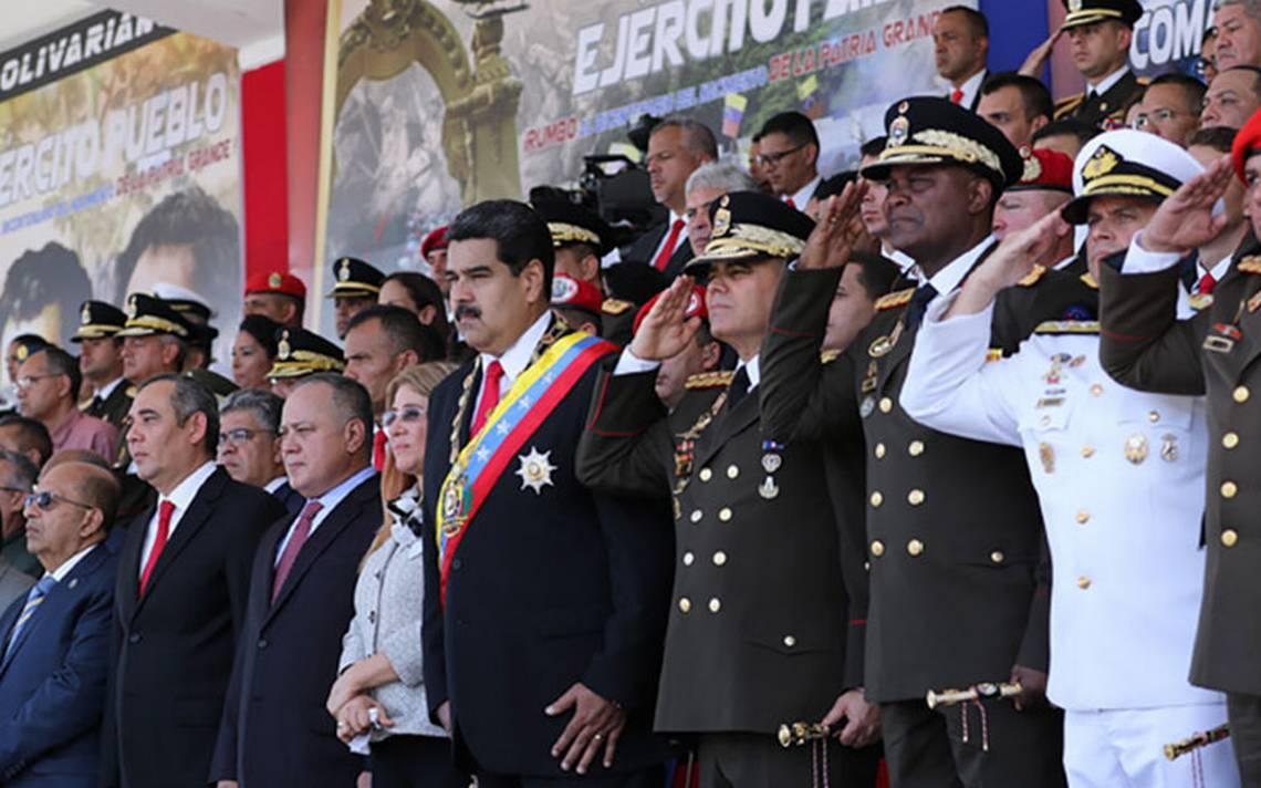 """Maduro llama al Ejército a cerrar filas contra """"traición"""""""
