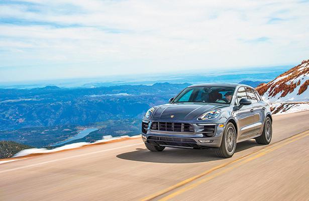 Porsche inaugura nuevo punto de carga eléctrica para autos híbridos en Veracruz