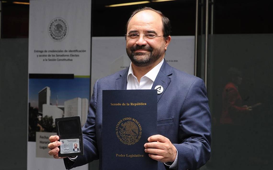 Álvarez Icaza desaira al PRD, MC y PAN al registrarse como legislador sin partido