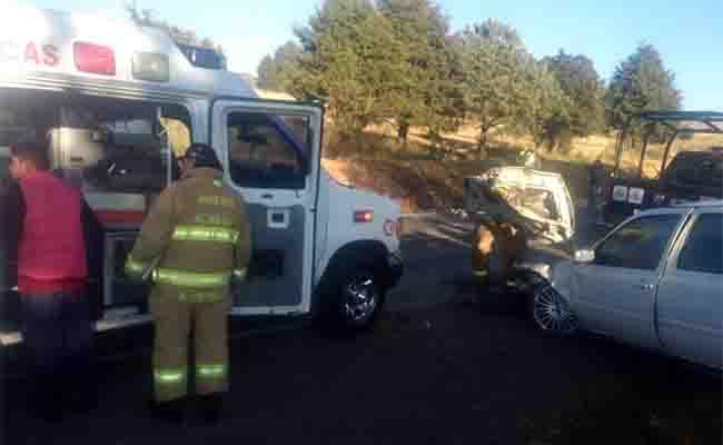 Servicios de emergencia atienden volcadura en carretera México-Cuernavaca