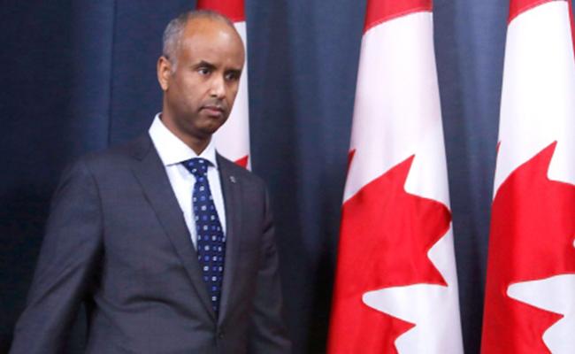 Canadá ofrece residencia a personas varadas por decreto de Trump