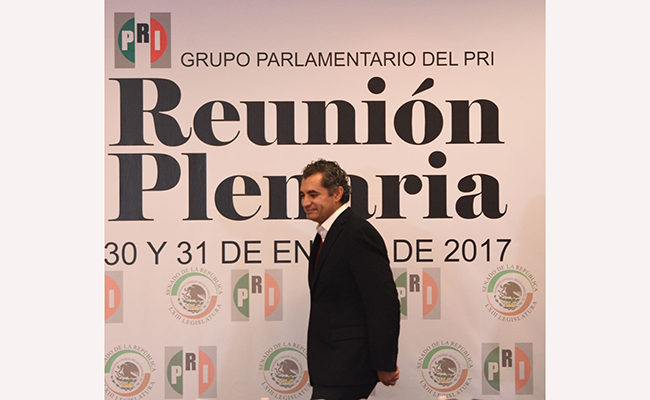 Ochoa Reza propone en reunión plenaria del PRI reducir plurinominales