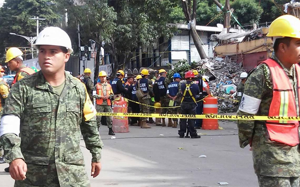 Vialidades aún cerradas donde servicios de emergencia laboran por sismo