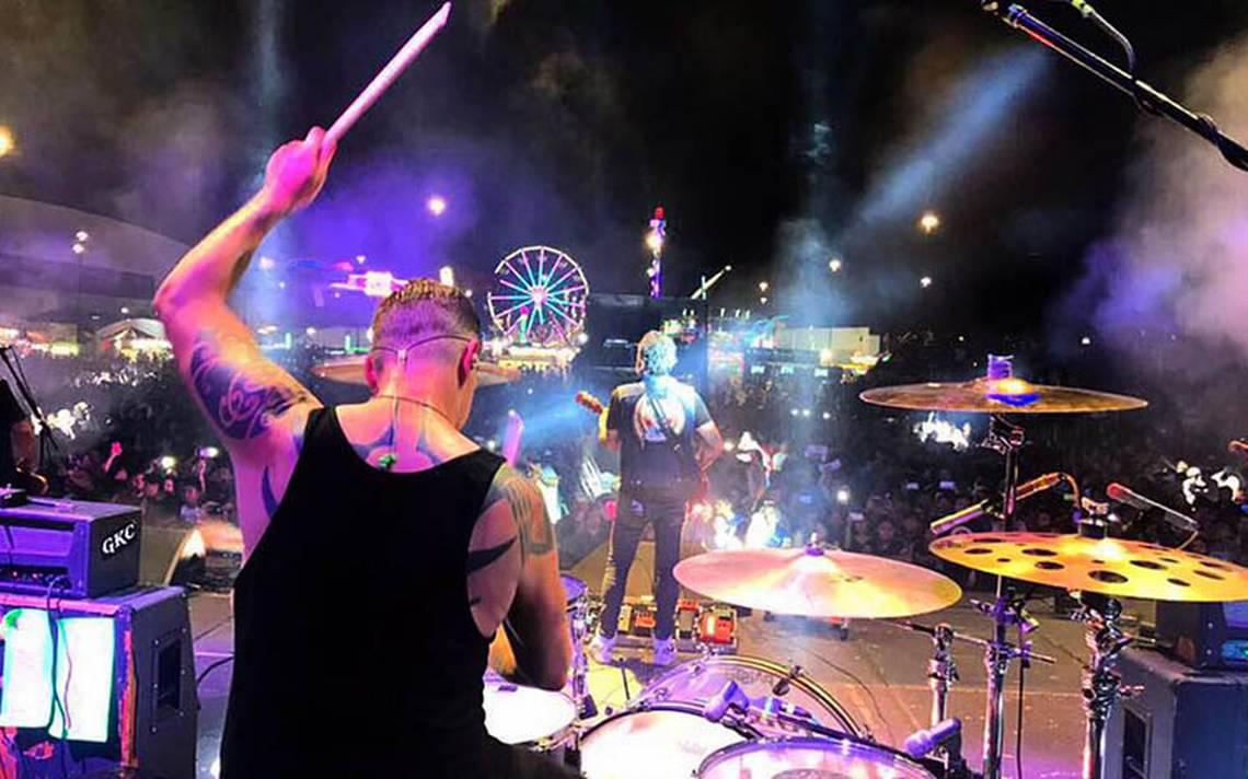 Molotov y Genitallica abren concierto en Mega Feria Imperial
