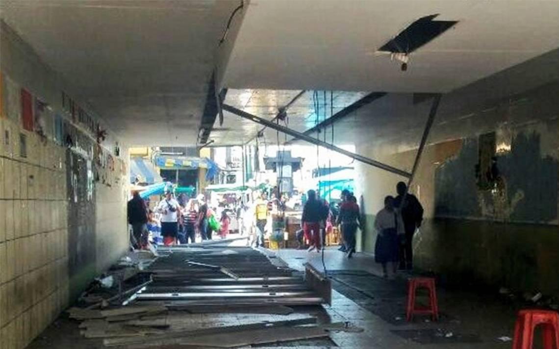 Se cae plafón en desnivel de Tacubaya; reportan al menos dos lesionados