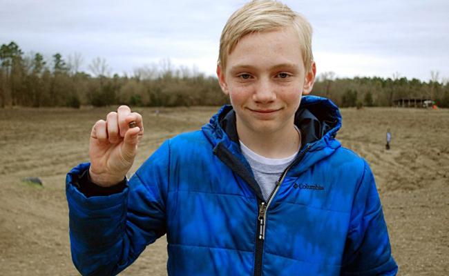 Adolescente encuentra enorme diamante en parque de EU