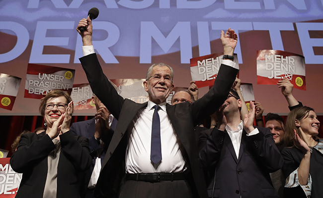 Van der Bellen gana presidenciales a ultraderecha en Austria