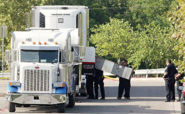Consulado mexicano en EU confirma muerte de mexicanos en tráiler de Texas