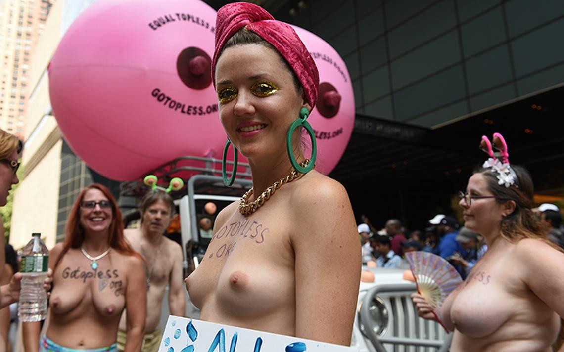Mujeres festejan igualdad, en topless