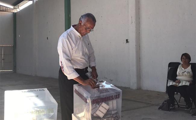 #EleccionesNayarit Miguel Ángel Navarro de Morena sufraga voto