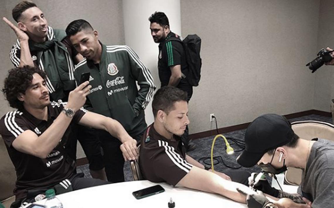 Chicharito se une al club de la tinta: así presumió su primer tatuaje
