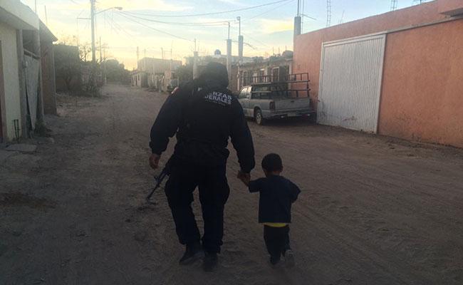 Rescata Policía Federal a niño que deambula solo
