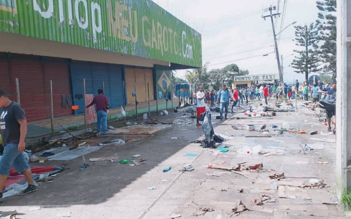 Brasileños enfrentan a migrantes venezolanos en ciudad fronteriza de Pacaraima