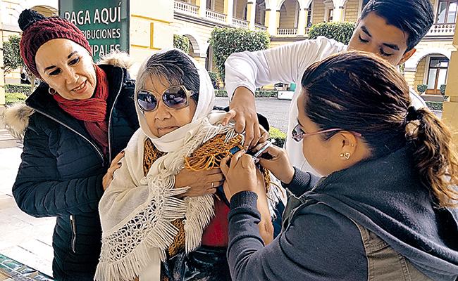 Vacunan en Palacio  de Orizaba a población contra influenza