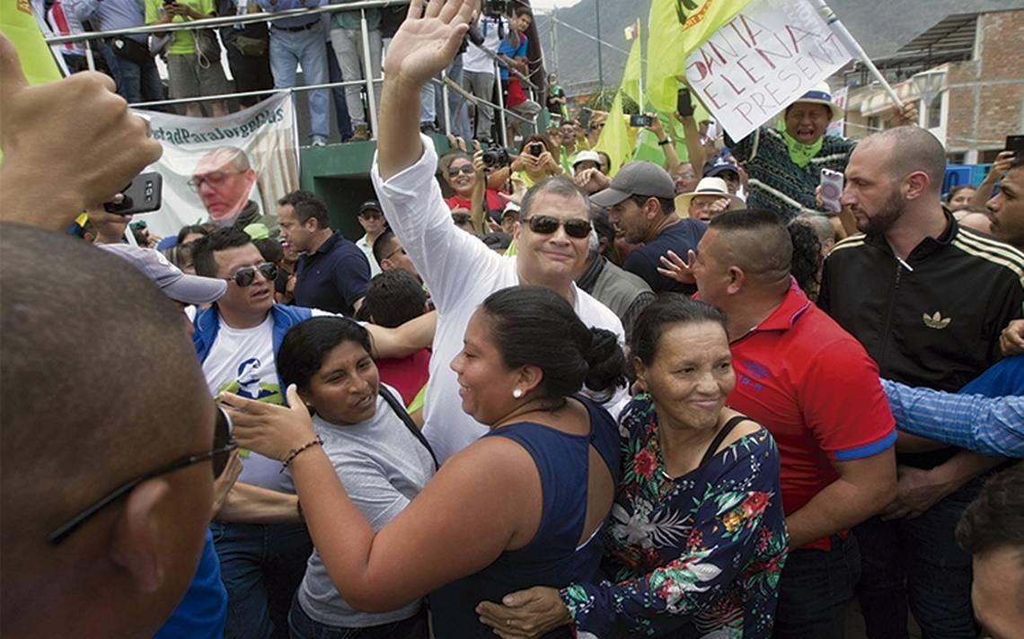 Ecuador elige vicepresidenta; Correa lucha por reelección
