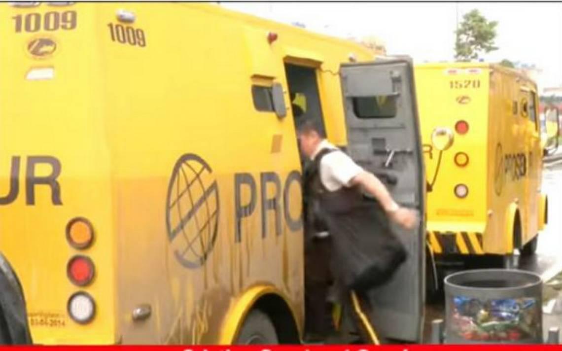 Ladrones en silla de ruedas y en bicicleta roban camioneta de valores
