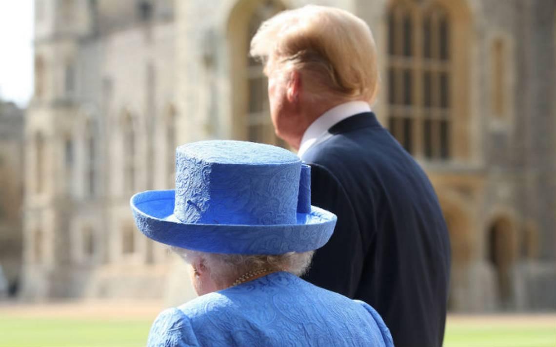 En su visita a Reino Unido, Trump llega tarde y rompe protocolo con la Reina Isabel