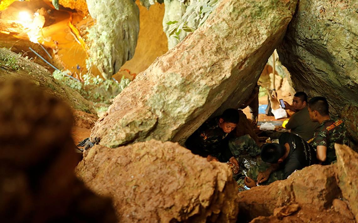 Niños atrapados en una cueva en Tailandia envían cartas a sus familiares